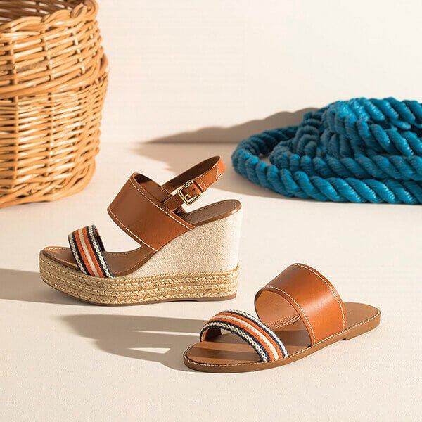 três sandálias