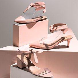 c93d4c588cc7 ... transparentes como o vinil ganham destaque neste verão e renovam os  calçados com feminilidade. As amarrações no tornozelo trazem charme aos  modelos.