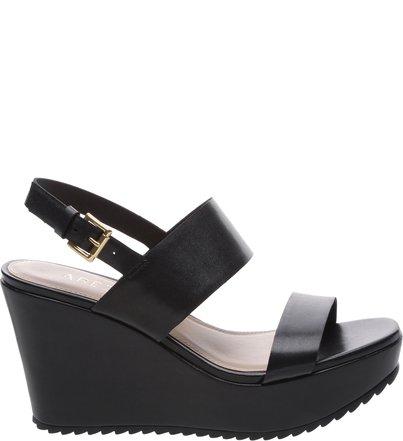b53a56d6a Promoção: Sapatos e Bolsas com Descontos Especiais