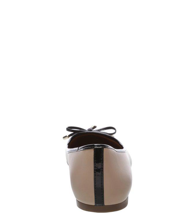 Sapatilha Verniz Rasteira Light Cream e Preta