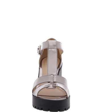 Sandália Tiras Solado Tratorado Prata Velho