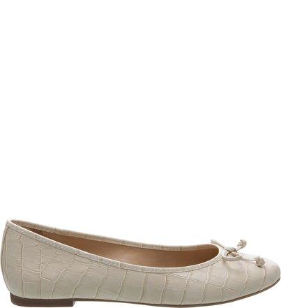 0778febd86 Sapatilhas   AREZZO   Clique e compre as clássicas sapatilhas Arezzo